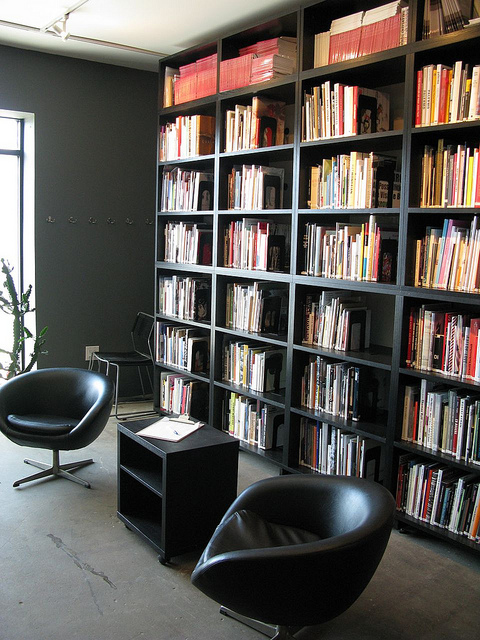 "Midway Contemporary Art Library. Image by <a href="" https://flic.kr/p/8McDTQ"" target=""_blank"">latitudes-flickr/flickr</a>"